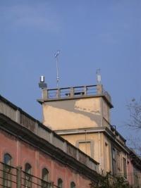 Vista della terrazza con nuovi strumenti meteorologici presso l'Osservatorio Bioclimatologico dell'Ospedale al Mare del Lido di Venezia