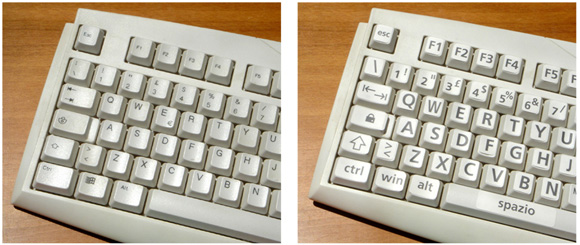 Confronto fra una tastiera tradizionale e una tastiera con le lettere adesive a grandi caratteri
