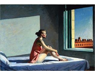 donna seduta sul letto che guarda la finestra