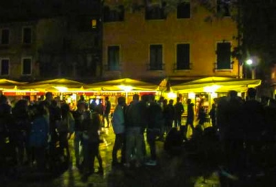 "la ""movida"" in Campo santa Margherita"