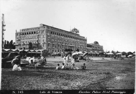 Fotografia dell'Hotel Excelsior a inizio XX secolo (foto F. Forni, Archivio Starwood Hotels)