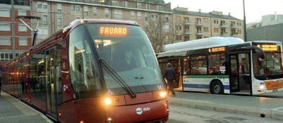 tram e bus alla fermata