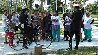 La polizia municipale incontra le donne al parco