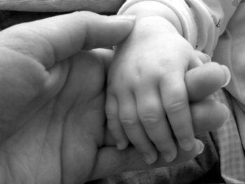 foro della manina di un neonato