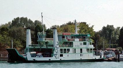 Nave traghetto Actv