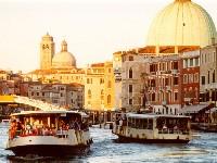 foto vaporetti in Canal Grande a Venezia