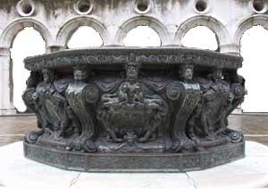 Vera da Pozzo - Palazzo Ducale, Cortile