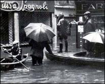 Foto storica della mareggiata a Venezia nel 1966
