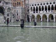 Piazza San Marco - acqua alta (202.76 KB)