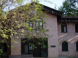Immagine di una biblioteca del centro donna