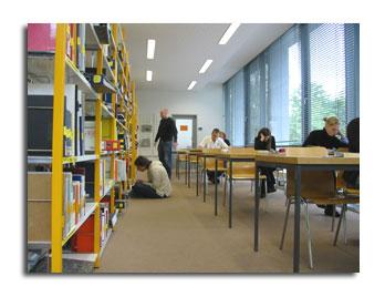 L'interno di una biblioteca