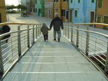 Immagine di una rampa a gradino agevolato