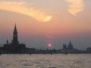 Foto piazza San Marco - la Basilica sullo sfondo (197.03 KB)