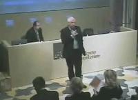 Un'immagine della conferenza: il vicesindaco Michele Vianello sul palco