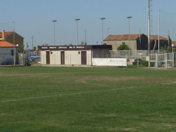 campo e struttura spogliatoi