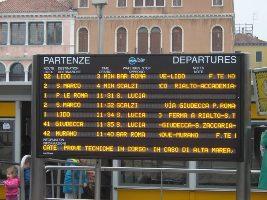 foto display orari linee navigazione a venezia