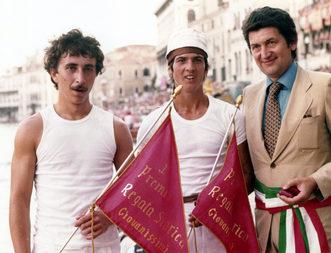 1977 I vincitori della gara dei Giovanissimi, Fongher e Scarpa, posano con il sindaco Rigo con la bandiera rossa da poco conquistata1977 I vincitori della gara dei Giovanissimi, Fongher e Scarpa, posano con il sindaco Rigo con la bandiera rossa da poco conquistata