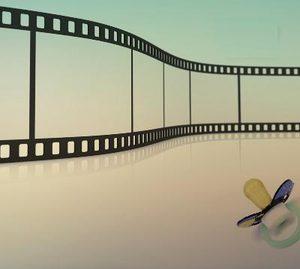 disegno di una pellicola con vicino un ciuccio da bambino