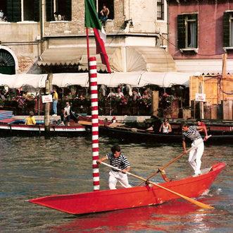 """1986 Regata dei giovani: l'equipaggio Maurizio Rossi """"Sustin""""-Stefano Tagliapietra """"Ciacetti"""" al giro del paleto. Al traguardo arriveranno sesti"""