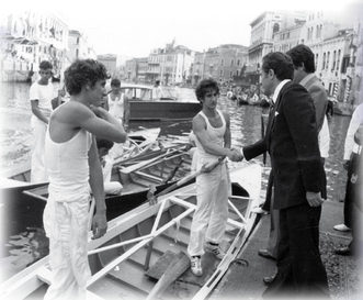 1977 L'equipaggio dei fratelli Sergio e Stefano Tona premiato dopo il terzo posto nella regata dei Giovanissimi