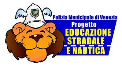 Logo del gruppo educazione stradale leone con cappello da vigile e indicazione del nome del progetto educazione stradale e nautica