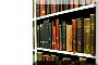scaffale con libri colorati