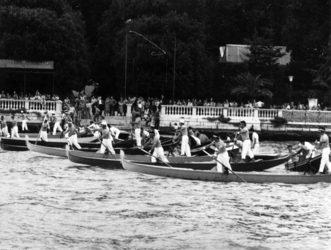 1974 Mancano pochi istanti alla partenza, gli equipaggi della regata dei Campioni sono ormai pronti a darsi battaglia