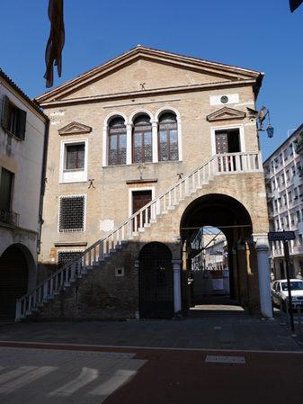 Foto della facciata del  Palazzo della Provvederia