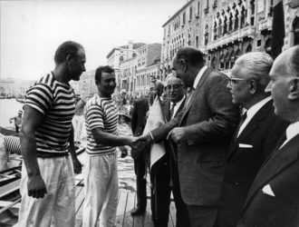 """1966 I vincitori Giuseppe Fongher """"Bepi"""" e Sergio Tagliapietra """"Ciaci"""" ricevono i complimenti delle autorità"""