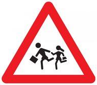 Cartello stradale di pericolo per attraversamento bambini