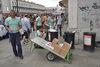 24.06.2011 - Installazione nuovi cartelli ai cestini porta rifiuti di Piazza San Marco