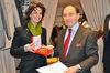 04.02.2011 - L'Ass.re Carla Rey consegna l' Osella in vetro di Murano a Franco Puppato