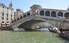06.08.2015 - Ripulita l'arcata inferiore del Ponte di Rialto