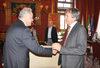 18.11.2015 - Il Sindaco Luigi Brugnaro riceve l'Ambasciatore della Turchia in Italia Aydin Adnan Sezgin