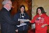 28.01.2013 - Il Sindaco di Venezia Giorgio Orsoni riceve firme dal Comitato pro Palais Lumiere